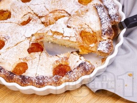 Лесен и бърз домашен класически сладкиш с пресни кайсии, ванилия и пудра захар - снимка на рецептата